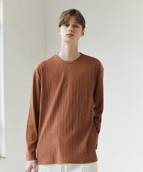 라인 플리츠 티셔츠 - 브라운