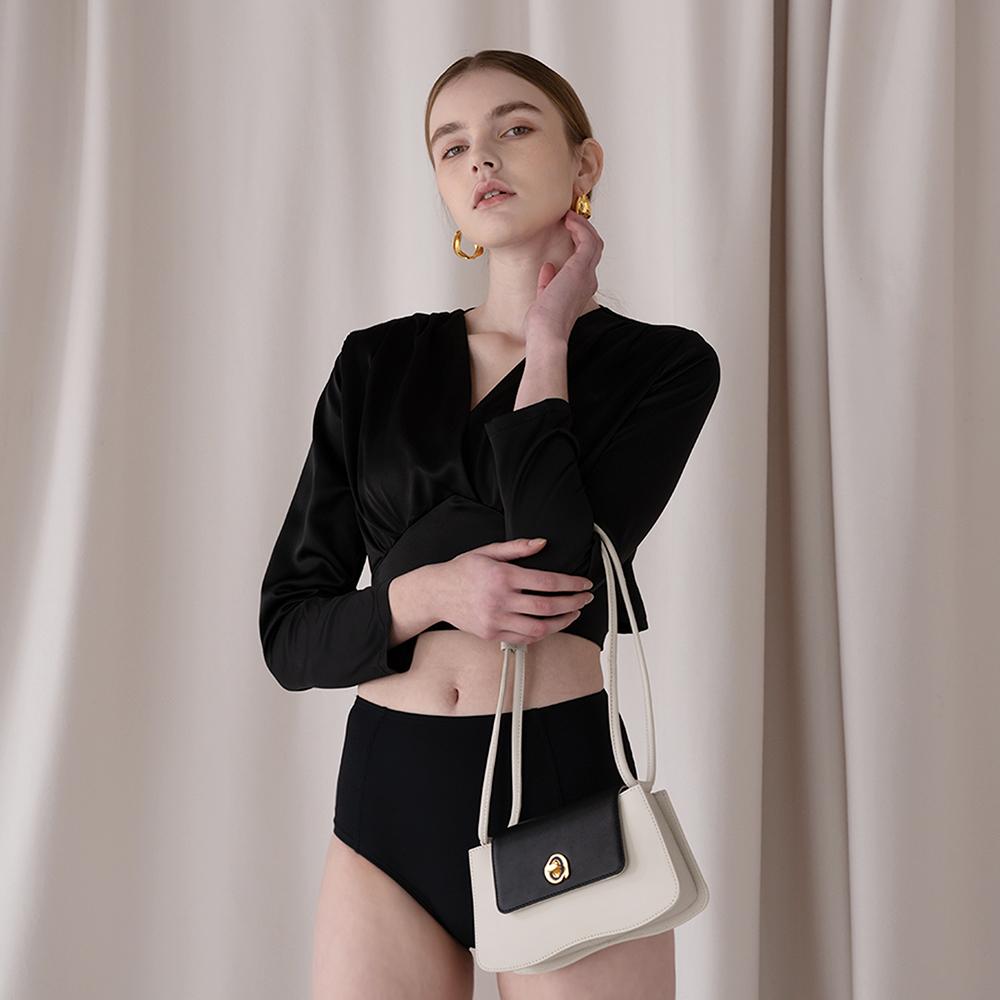 Wavy flap bag[웨이비 플랩백]-Black