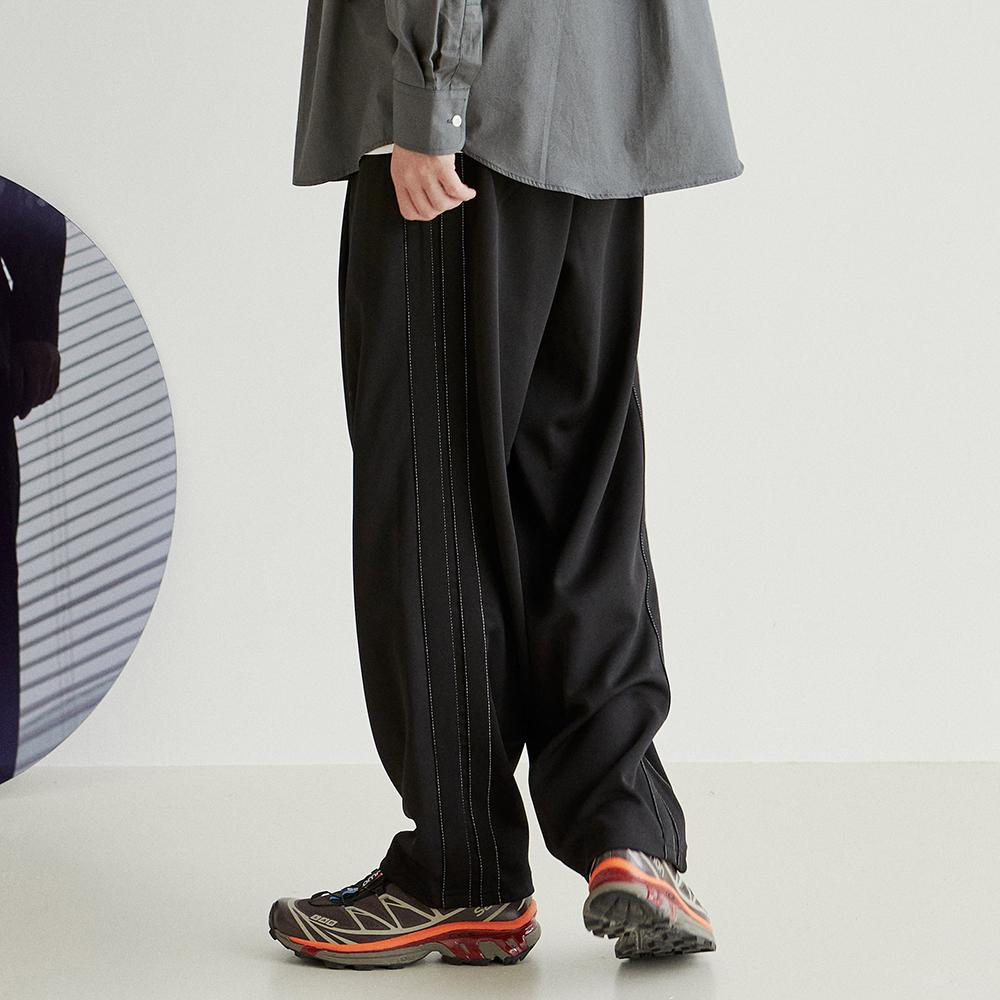 Deep One Tuck Track Pants [Black]