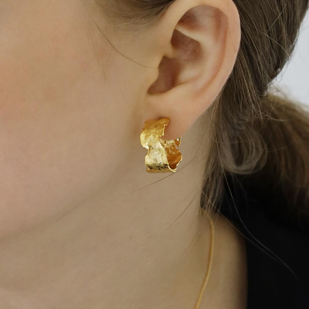 Chalrie hoop earring (gold)