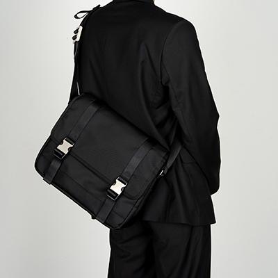 [12월 29일 예약배송] 2BUCKLE BLACK NYLON SHOULDER MESSENGER BAG