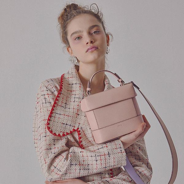 [구구단 강미나,김사희 착용] Tindy Square Bag (Peach Blossom)