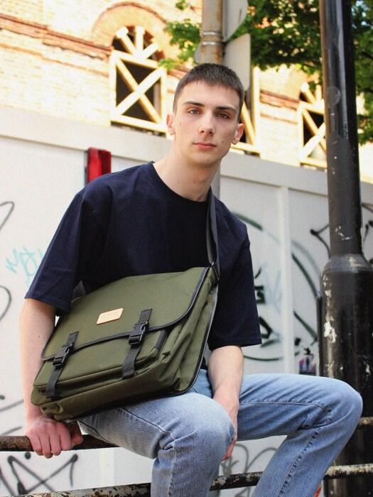 [에이멘테] VALUABLE MESSENGER BAG KHAKI