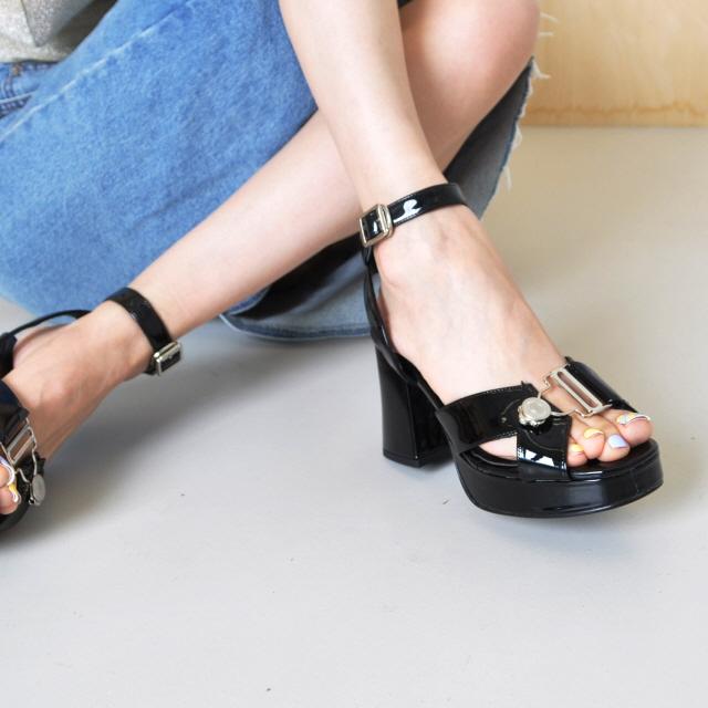 위키미키 세이 착용 [키데이] 스트랩 샌들 banky sandal bk