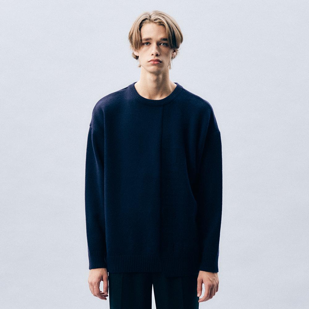 언밸런스 로고 스웨터 (NAVY)