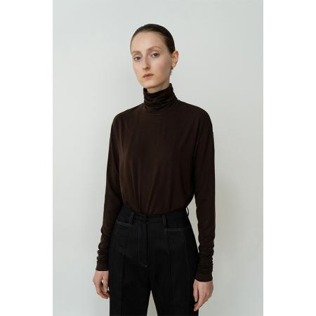 [리이] RELAXED FIT SLINKY TURTLENECK TOP BR